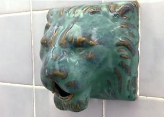 ライオンの蛇口写真