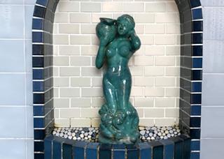 女湯のシャワー風呂の写真
